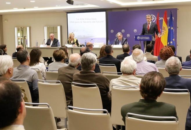 Momento de la intervención del Ministro de Fomento, Iñigo de la Serna, en Pamplona. Fotos: Miguel Ciriza