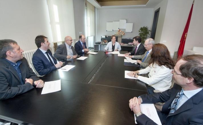 Imagen del encuentro celebrado entre Uxue Barkos y la Junta Directiva de ANEL.