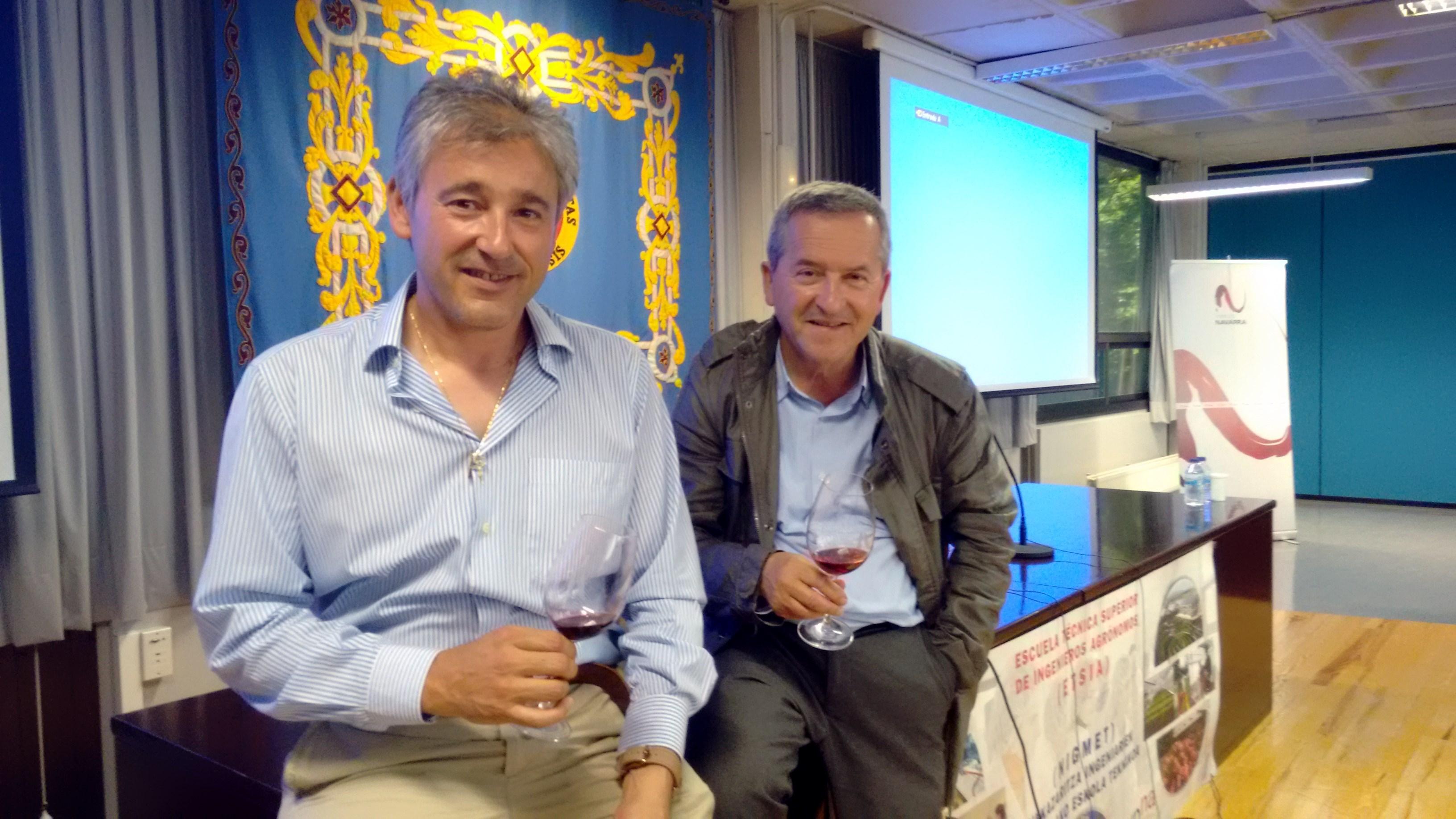 De I a D: Félix Cibriáin y Julián Suberviola, últimos ponentes de las  Jornadas Vitivinícolas D.O. Navarra celebradas en la UPNA.