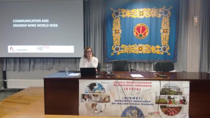 Charlotte Hey, experta en comunicación internacional del vino, en las Jornadas Vitivinícolas DO Navarra en la UPNA