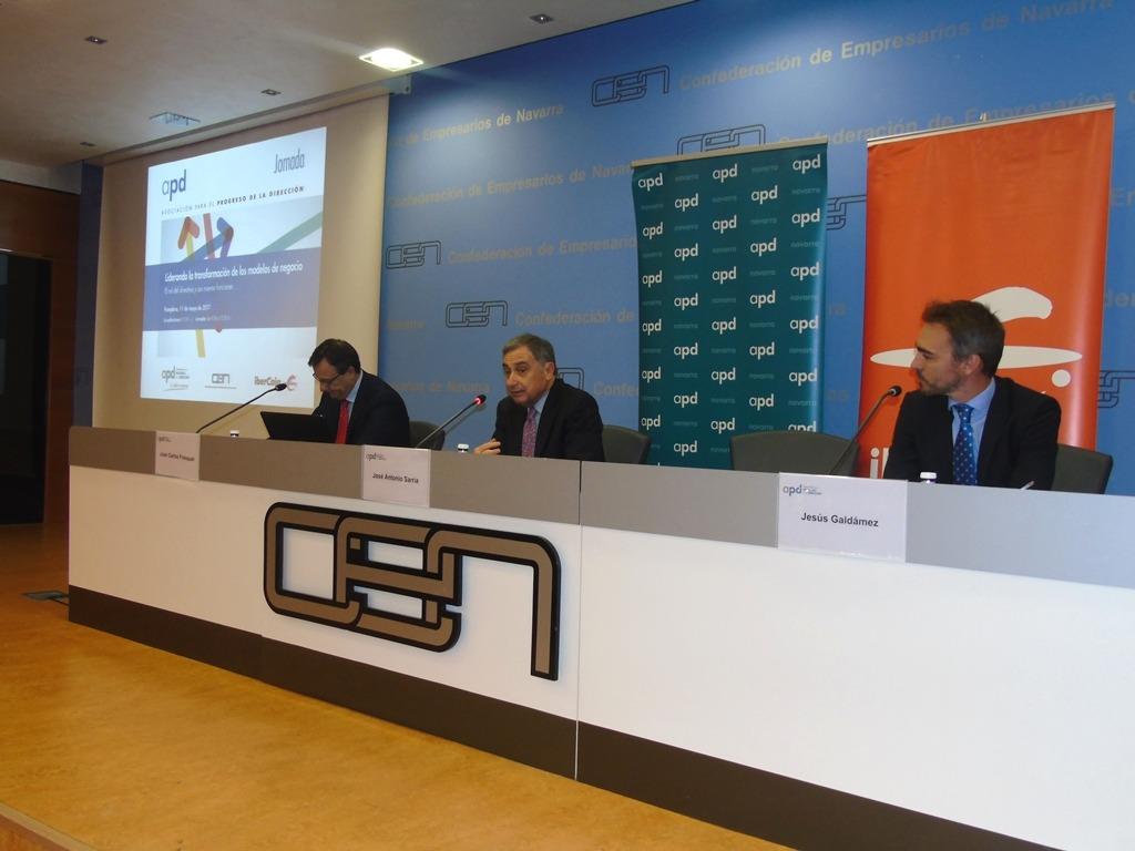 Mesa presidencial del encuentro celebrado en Pamplona entre APD e Ibercaja