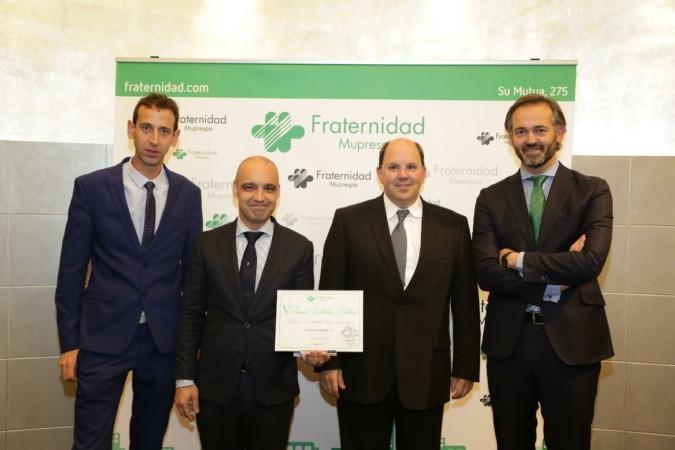 Representantes de Martiko y Fraternidad Muprespa tras recibir uno de los premios de la citada Mutua.