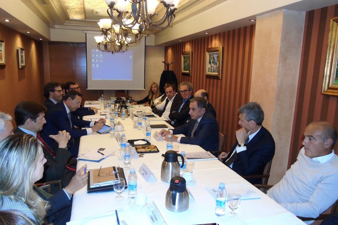 Imagen de una primera reunión con las empresas participantes de este programa de la CEN