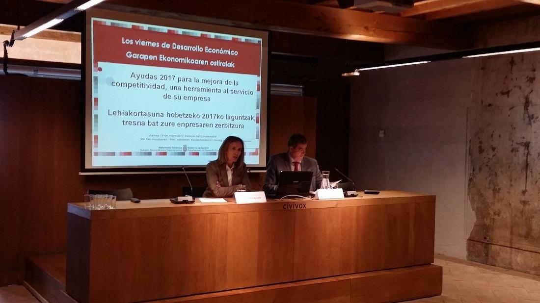Izaskun Goñi, directora general de Política Económica y Empresarial y Trabajo; y  Juan Carlos Artázcoz, director del Servicio de Fomento Empresarial en la presentación