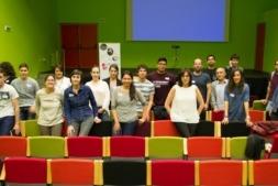 Foto final de familia de todos los participantes en la II II Mini Accessibility Jam de Tudela. Foto: Germán Pérez.