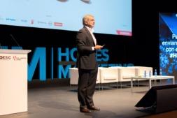 El profesor Javier Rovira en un momento de su internvención en 'Hoy es Marketing-Pamplona' Foto: Luis Jimeno