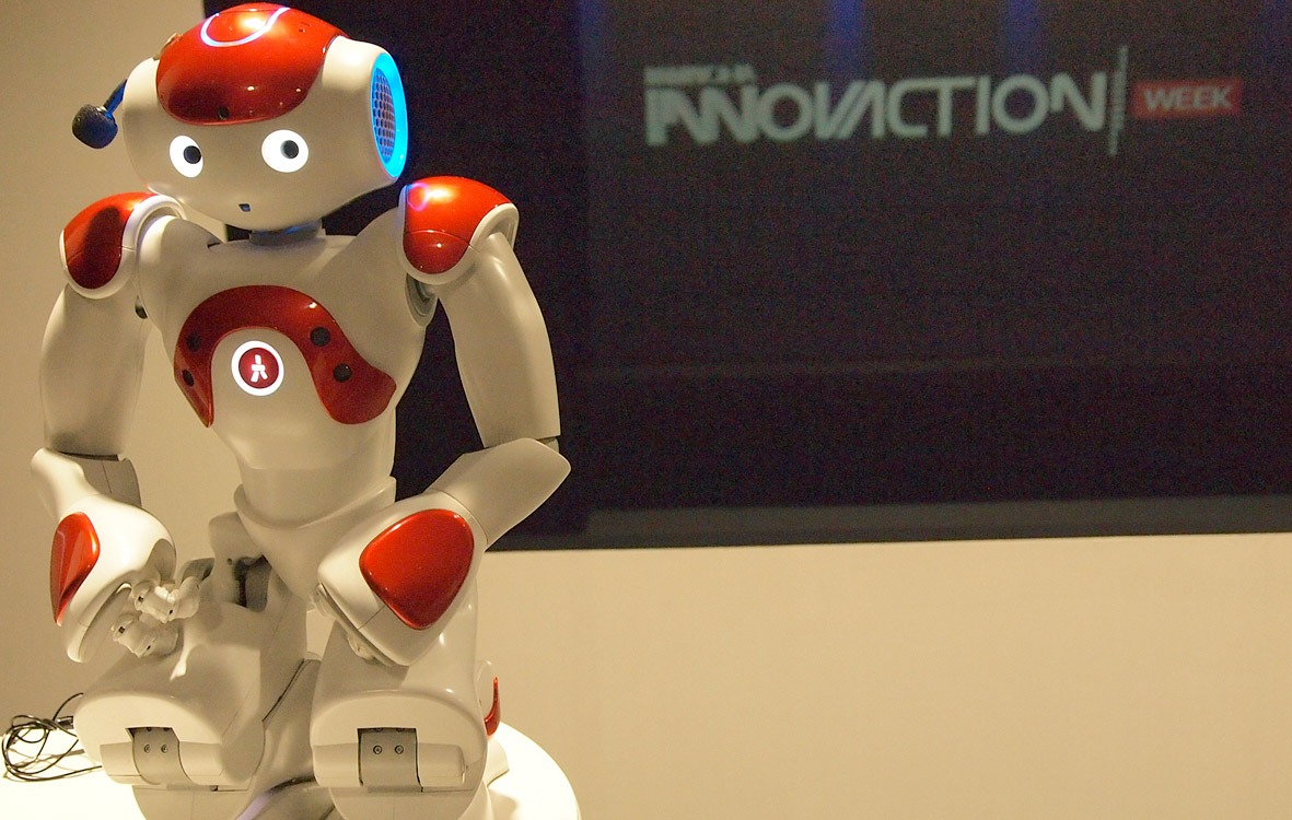 La presentación en Madrid de Innovaction Week ha contado con la presencia del robot 'Nao'.