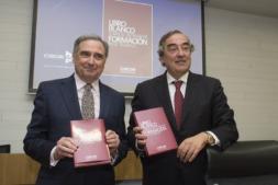 José Antonio Sarría junto a Joan Rosell en la presentación en Madrid del Libro Blanco de CEOE sobre Formación y Empleo
