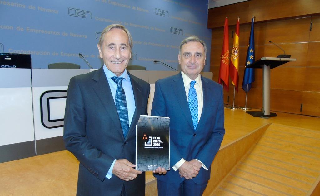 Julio Linares, presidente de la Comisión de Sociedad Digital de CEOE junto a José Antonio Sarría, CEN.