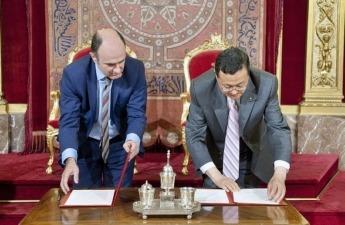 Momento de la firma del protocolo entre Navarra y Gansu