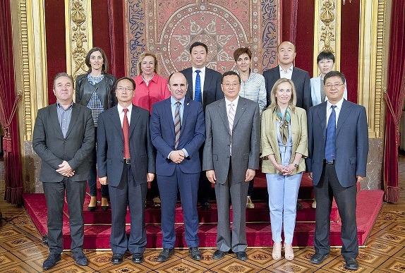 La delegación china y las autoridades de Navarra que han participado en la recepción.