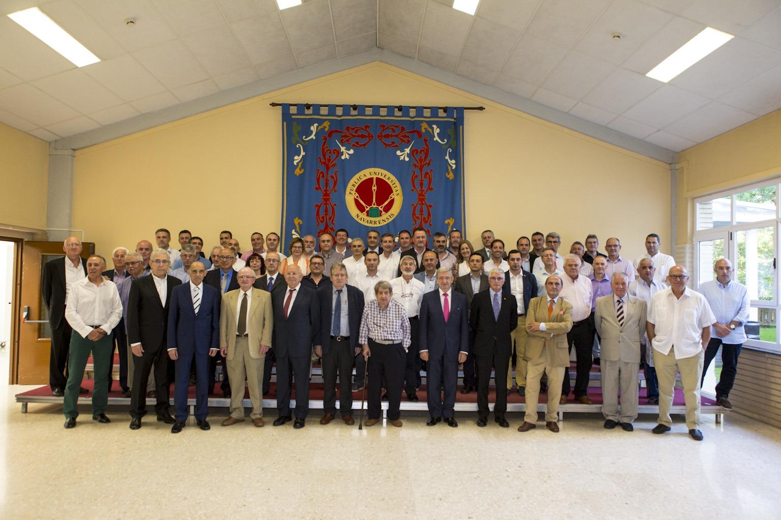 Foto de Familia de los 60 graduados homenajados por el Colegio de Graduados e Ingenieros Técnicos Industriales de Navarra (CITI Navarra). Foto: Adolfo Lacunza.