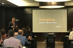 Manuel Ramos, Socio Fundador y Director General de aVanzaria, durante su intervención en el II Foro de Compradores de Navarra.
