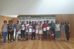 Acto de entrega de diplomas a los participantes del taller,