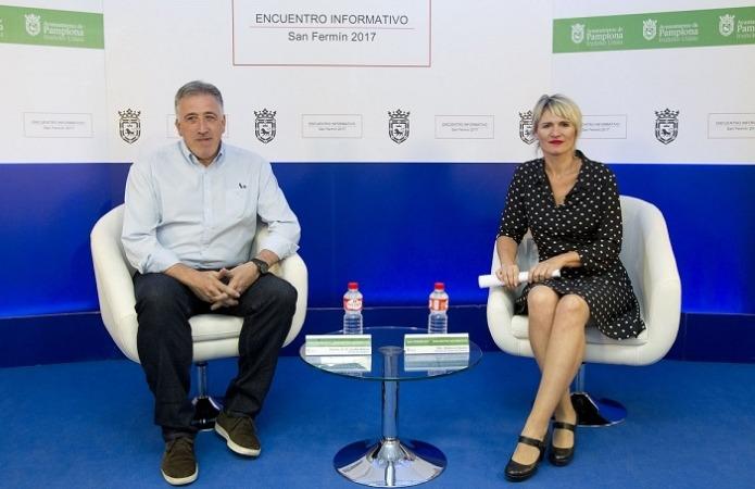 El alcalde de Pamplona, Joseba Asiron y la directora general de Turismo de Navarra, Maitena Ezkutari.