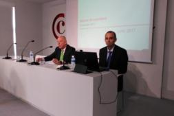 Javier Taberna y Fernando San Miguel durante la comparecencia de este mediodía en la Cámara Navarra de Comercio e Industria.