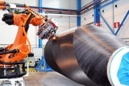 Robot de MTorres especializado en la laminación de materiales compuestos que se mostrará en Francia.