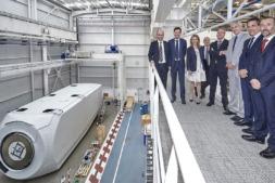El vicepresidente Manu Ayerdi e Izaskun Goñi, junto a directivos de la compañía.