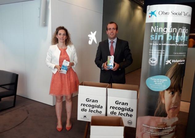 Nerea Ibarra, directora de la oficina store Carlos III de Pamplona, y Pablo Andoño, director de Banca Retail de CaixaBank en Navarra.