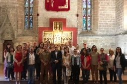 El vicepresidente Ayerdi con los turoperadores y representantes autonómicos en el refectorio de la Catedral de Pamplona
