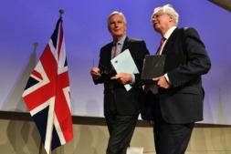 El negociador jefe para el Brexit de la UE, Michel Barnier, y su homólogo británico David Davis.