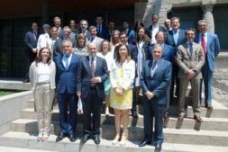 Foto de familia de los participantes en el encuentro celebrado en Pamplona entre miembros de CEAPI y la CEN.