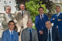 De I a D: Juan Manuel Irache (Farmacia UNAV), Igor Errasti (Administrador General UNAV), Gustavo Pego (Emprendimiento UNAV) y Héctor Barbarin (CNTA). Delante: Mariano Oto (gerente de NUCAPS), David Luquin (Emprendimiento UNAV) y Luis Oquiñena (Idifarma).