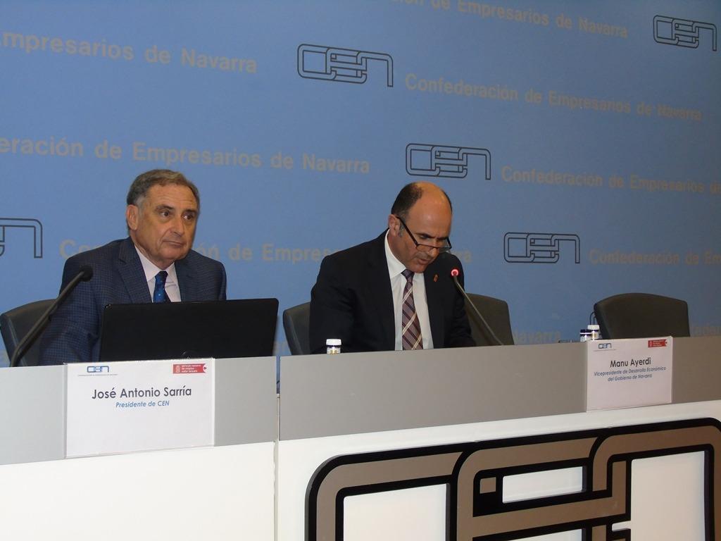 """José Antonio Sarría y Manu Ayerdi presidieron la clausura del proyecto """"Mejora de la competitividad a través del capital humano""""."""