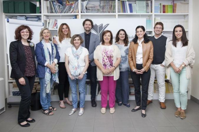 De izquierda a derecha: Rosa Mª De Cruz, Rosario de Luis, Lidia Rupérez, María J. Muñiz, David Brugos, Rosa Ramos, Cristina Gómez, Ana Isabel Eguillor, Iñaki Etxagüe y Amaia Iturri.