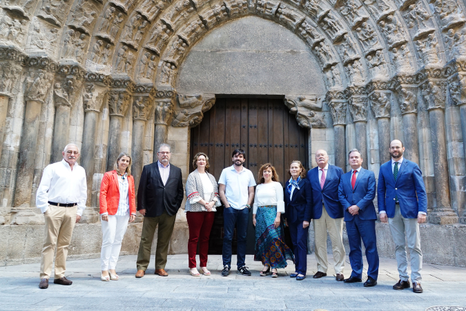 Junta Directiva de la Academia Navarra de Gastronomía con el Alcalde de Tudela, Eneko Larrarte.