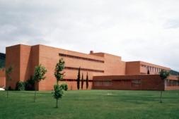 Imagen de la nueva agencia integral de empleo que el Gobierno de Navarra ha establecido en el Centro Iturrondo de Burlada.