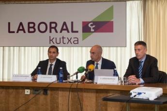 Laboral Kutxa presenta el informe sobre la economía de Navarra correspondiente a 2016. C/ Arcadio María Larraona