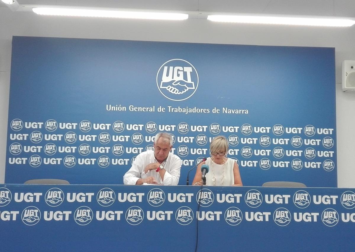 Jesús Santos, secretario general de UGT Navarra (izq) y Mariso Vicente, secretaria de Acción Sindical.