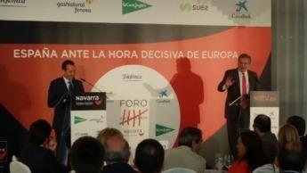 Roberto Cámara, director de Navarra Televisión con Méndez de Vigo