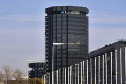 Imagen de la sede central de Caixabank en Barcelona (archivo).