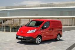 La extensión del fenómeno del e-commerce ha impulsado la venta de furgonetas como la  Nissan NV200 (en la imagen).
