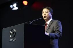 Masamichi Kogai, presidente y consejero delegado de Mazda explica en rueda de prensa los términos de su alianza con Toyota.