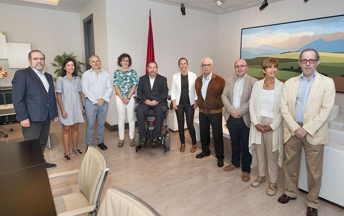 Imagen de la reunión celebrada entre la presidenta Barkos y el nuevo patronato de Fundación Caja Navarra.