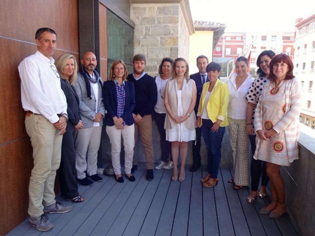 Asistentes a la primera sesión formativa para lograr el Sello Reconcilia, junto a Izaskun Goñi.