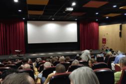 La Filmoteca de Navarra se llenó para ver los documentales 'IMENASA' y 'Central Térmica de Pamplona'.