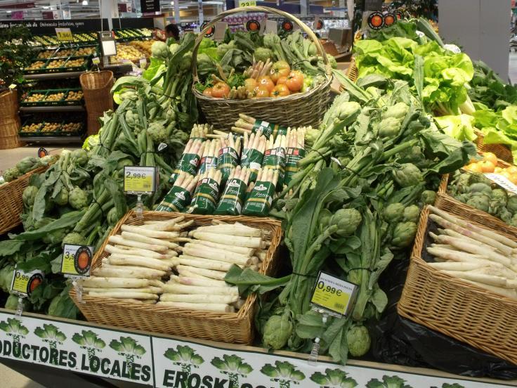 Imagen de uno de los puestos específicos que Eroski dedica a la venta de productos locales de Navarra.
