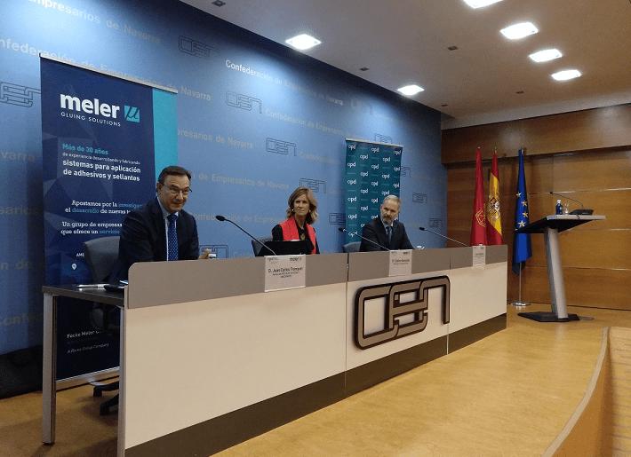 De I a D: Juan Carlos Franquet, presidente APD Navarra; Cristina Garmendia, presidenta COTEC y; Javier Aranguren, director general Focke Meler Gluin Solutions.