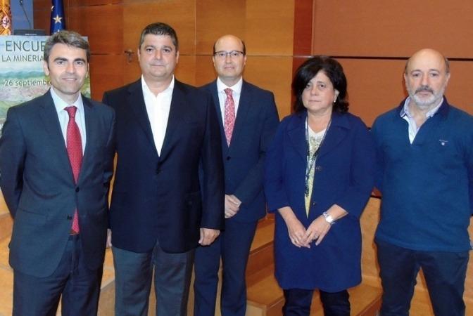 Juan Torres, Fernando Barandalla, Carlos Fernández, Carmen Ursúa y Raúl Salanueva.