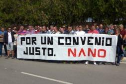 Concentración de los empleados de Nano Automotive ante su factoría. (FOTO:  Germán Pérez).