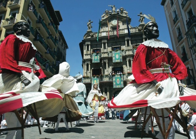 Pamplona-Turimos-Gigantes-San-Fermin