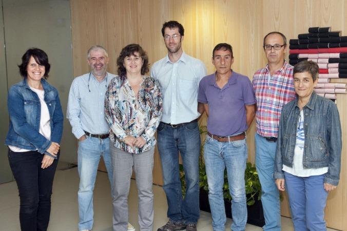 Los directores generales Eva García e Ignacio Gil, con McLoughin y responsables del Departamento y de GAN-NIK.