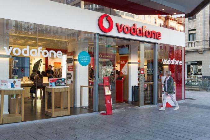 Tienda de Vodafone en Carlos III, Pamplona.