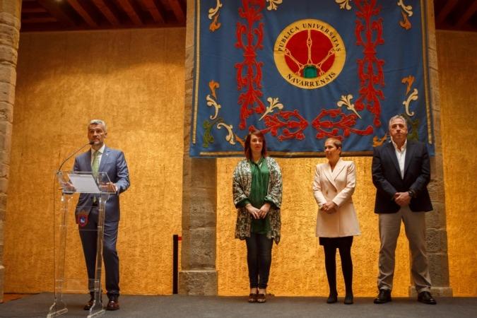 De izquierda a derecha, Alfonso Carlosena, Ainhoa Aznárez, Uxue Barkos y Joseba Asiron.