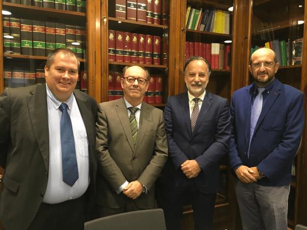 Representantes de ARPA e Imenanticipa tras la firma del acuerdo entre ambas sociedades.