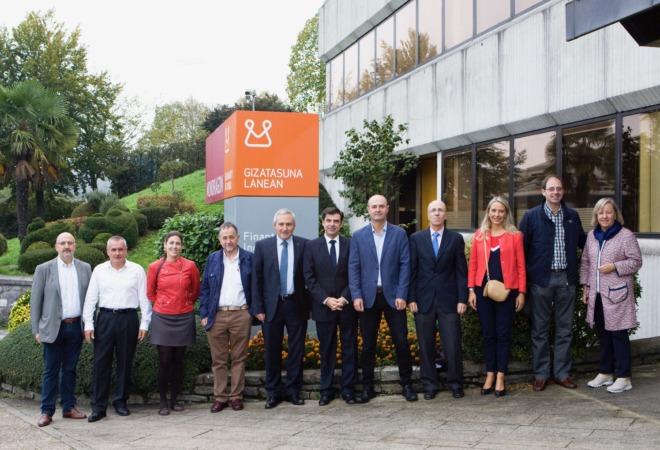 Foto de familia de los participantes en el encuentro entre Corporación Mondragon y ANEL.
